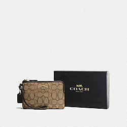 BOXED SMALL WRISTLET IN SIGNATURE JACQUARD - LI/KHAKI/BROWN - COACH F16113
