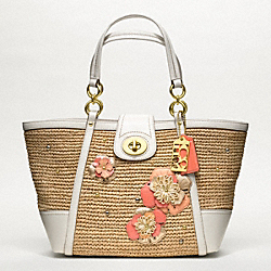 COACH HAMPTONS WEEKEND STRAW APPLIQUE MEDIUM TOTE - ONE COLOR - F19347