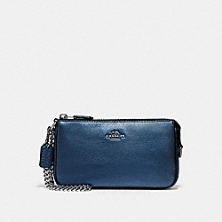 COACH LARGE WRISTLET 19 IN METALLIC PEBBLE LEATHER - SILVER/METALLIC NAVY - F20151
