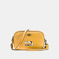 SADIE CROSSBODY CLUTCH WITH SNOOPY - QB/YELLOW GOLD - COACH F21817