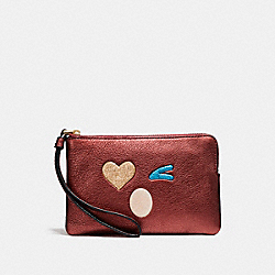 COACH CORNER ZIP WRISTLET WITH GLITTER HEART - LIGHT GOLD/MULTICOLOR 1 - F22738