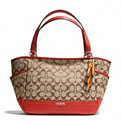 COACH PARK CARRIE TOTE IN SIGNATURE FABRIC - SILVER/KHAKI/VERMILLION - F23297