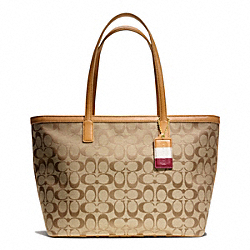 COACH WEEKEND SIGNATURE C MEDIUM ZIP TOP TOTE - BRASS/KHAKI/DOE - F23465