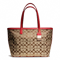 COACH WEEKEND MEDIUM ZIP TOP TOTE IN SIGNATURE FABRIC - BRASS/KHAKI/RED - F23465