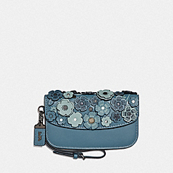 CLUTCH WITH SMALL TEA ROSE - CHAMBRAY/BLACK COPPER - COACH F23536