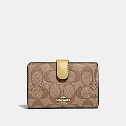 MEDIUM CORNER ZIP WALLET IN SIGNATURE CANVAS - KHAKI/SUNFLOWER/GOLD - COACH F23553
