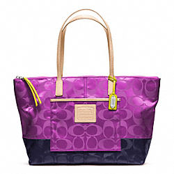 COACH WEEKEND SIGNATURE COLORBLOCK NYLON EAST/WEST TOTE - SILVER/VIOLET/NAVY - F24865