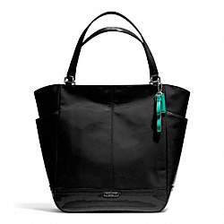 PARK PATENT NORTH/SOUTH TOTE - f24893 - SILVER/BLACK