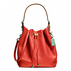 COACH SOFT DRAWSTRING SHOULDER BAG IN PEBBLED LEATHER - BRASS/VERMILLION - F25306