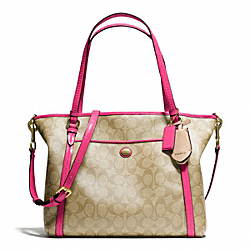 PEYTON POCKET TOTE IN SIGNATURE FABRIC - f25504 - BRASS/LT KHAKI/POMEGRANATE