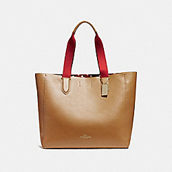 COACH LARGE DERBY TOTE WITH CHECKER HEART PRINT INTERIOR - LIGHT SADDLE/LIGHT GOLD - F25920