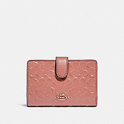 MEDIUM CORNER ZIP WALLET IN SIGNATURE LEATHER - MELON/LIGHT GOLD - COACH F25937