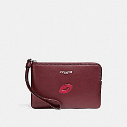CORNER ZIP WRISTLET WITH LIPS - MULTICOLOR 1/SILVER - COACH F26939