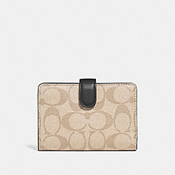 COACH MEDIUM CORNER ZIP WALLET IN COLORBLOCK SIGNATURE CANVAS - SILVER/LIGHT KHAKI MULTI - F27147