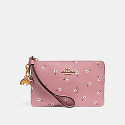 COACH BOXED CORNER ZIP WRISTLET WITH DITSY DAISY PRINT AND CHARMS - VINTAGE PINK MULTI/imitation gold - F27472