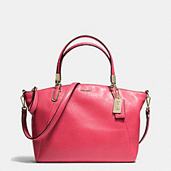 MADISON  LEATHER SMALL KELSEY CROSSBODY - f28095 - LIGHT GOLD/PINK SCARLET