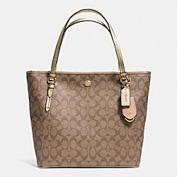 COACH PEYTON SIGNATURE ZIP TOP TOTE - IM/KHAKI/GOLD - F28365