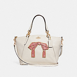 SMALL KELSEY SATCHEL WITH FLORAL BUNDLE PRINT AND BOW - CHALK MULTI/IMITATION GOLD - COACH F28972