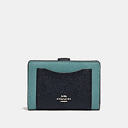 MEDIUM CORNER ZIP WALLET IN COLORBLOCK - SILVER/BLUE MULTI - COACH F29939