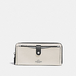 MULTIFUNCTION WALLET IN COLORBLOCK - f29940 - CHALK MULTI/SILVER