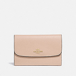 COACH MEDIUM ENVELOPE WALLET - BEECHWOOD/light gold - F30204