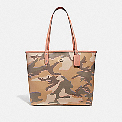 REVERSIBLE CITY TOTE WITH WILD CAMO PRINT - KHAKI MULTI /SILVER - COACH F31451