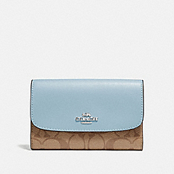 COACH MEDIUM ENVELOPE WALLET IN SIGNATURE CANVAS - khaki/pale blue/silver - F32485