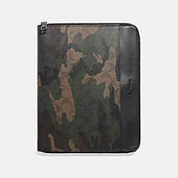 TECH CASE IN SIGNATURE CANVAS WITH CAMO PRINT - MAHOGANY/DARK GREEN CAMO - COACH F32656