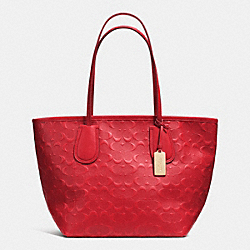 COACH COACH EMBOSSED LOGO TAXI ZIP TOTE IN LEATHER - LIGHT GOLD/RED - F34621