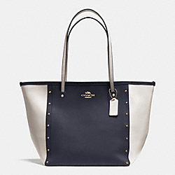 COACH STREET ZIP TOTE IN STUDDED BICOLOR CROSSGRAIN LEATHER - LIGHT GOLD/MIDNIGHT/CHALK - F35162