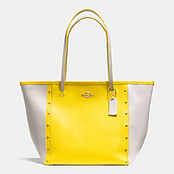 COACH STREET ZIP TOTE IN STUDDED BICOLOR CROSSGRAIN LEATHER - LIGHT GOLD/YELLOW/CHALK - F35162