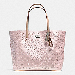 METRO TOTE IN EYELET LEATHER - f35716 -  SILVER/SHELL PINK
