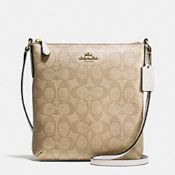NORTH/SOUTH CROSSBODY IN SIGNATURE - f35940 - IMITATION GOLD/LIGHT KHAKI/CHALK