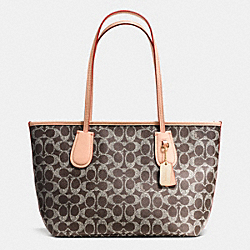 COACH COACH NEW TAXI ZIP TOTE 24 IN SIGNATURE - LIGHTGOLD/SADDLE/APRICOT - F36360
