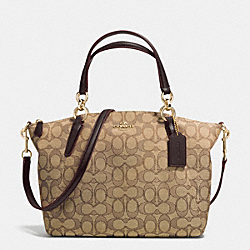 COACH SMALL KELSEY SATCHEL IN SIGNATURE - IMITATION GOLD/KHAKI/BROWN - F36625
