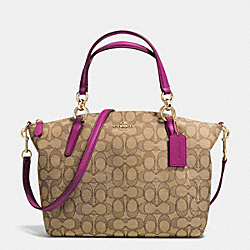 SMALL KELSEY SATCHEL IN SIGNATURE - f36625 - IMITATION GOLD/KHAKI/FUCHSIA
