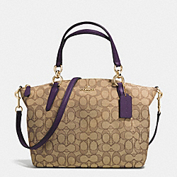 SMALL KELSEY SATCHEL IN SIGNATURE - f36625 - IMITATION GOLD/KHAKI AUBERGINE