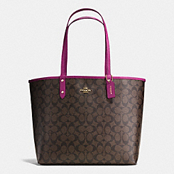 REVERSIBLE CITY TOTE IN SIGNATURE - f36658 - IMITATION GOLD/BROWN/FUCHSIA
