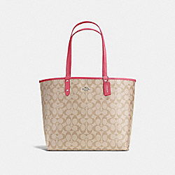 REVERSIBLE CITY TOTE IN SIGNATURE - f36658 - SILVER/LIGHT KHAKI/STRAWBERRY