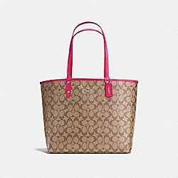 REVERSIBLE CITY TOTE IN SIGNATURE - f36658 - SILVER/KHAKI/BRIGHT PINK