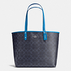 REVERSIBLE CITY TOTE IN SIGNATURE - f36658 - SILVER/DENIM/AZURE