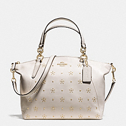 COACH ALL OVER STUD SMALL KELSEY SATCHEL IN CALF LEATHER - IMITATION GOLD/CHALK - F36670