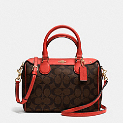 MINI BENNETT SATCHEL IN SIGNATURE - f36702 - IMITATION GOLD/BROWN/CARMINE