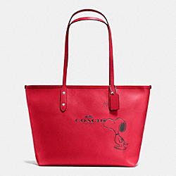 COACH COACH X PEANUTS CITY ZIP TOTE IN CALF LEATHER - SILVER/CLASSIC RED - F37273