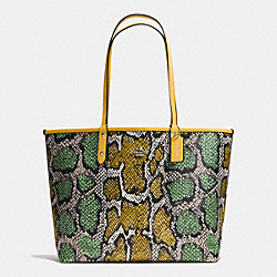 REVERSIBLE CITY TOTE IN SNAKE PRINT COATED CANVAS - f37676 - SILVER/CANARY MULTI/CANARY
