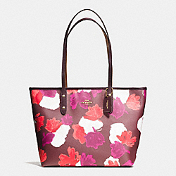 CITY ZIP TOTE IN FIELD FLORA PRINT COATED CANVAS - f38396 - IMITATION GOLD/BURGUNDY MULTI