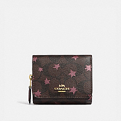 SMALL TRIFOLD WALLET IN SIGNATURE CANVAS WITH POP STAR PRINT - BROWN MULTI/LIGHT GOLD - COACH F38642
