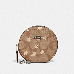 ROUND COIN CASE IN SIGNATURE CANVAS WITH POP STAR PRINT - KHAKI MULTI /SILVER - COACH F39049