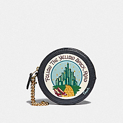 ROUND COIN CASE WITH EMERALD CITY - MIDNIGHT NAVY/LIGHT GOLD - COACH F39270