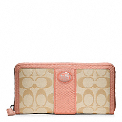 COACH SUTTON SIGNATURE TIEBACK ACCORDION ZIP - ONE COLOR - F47105